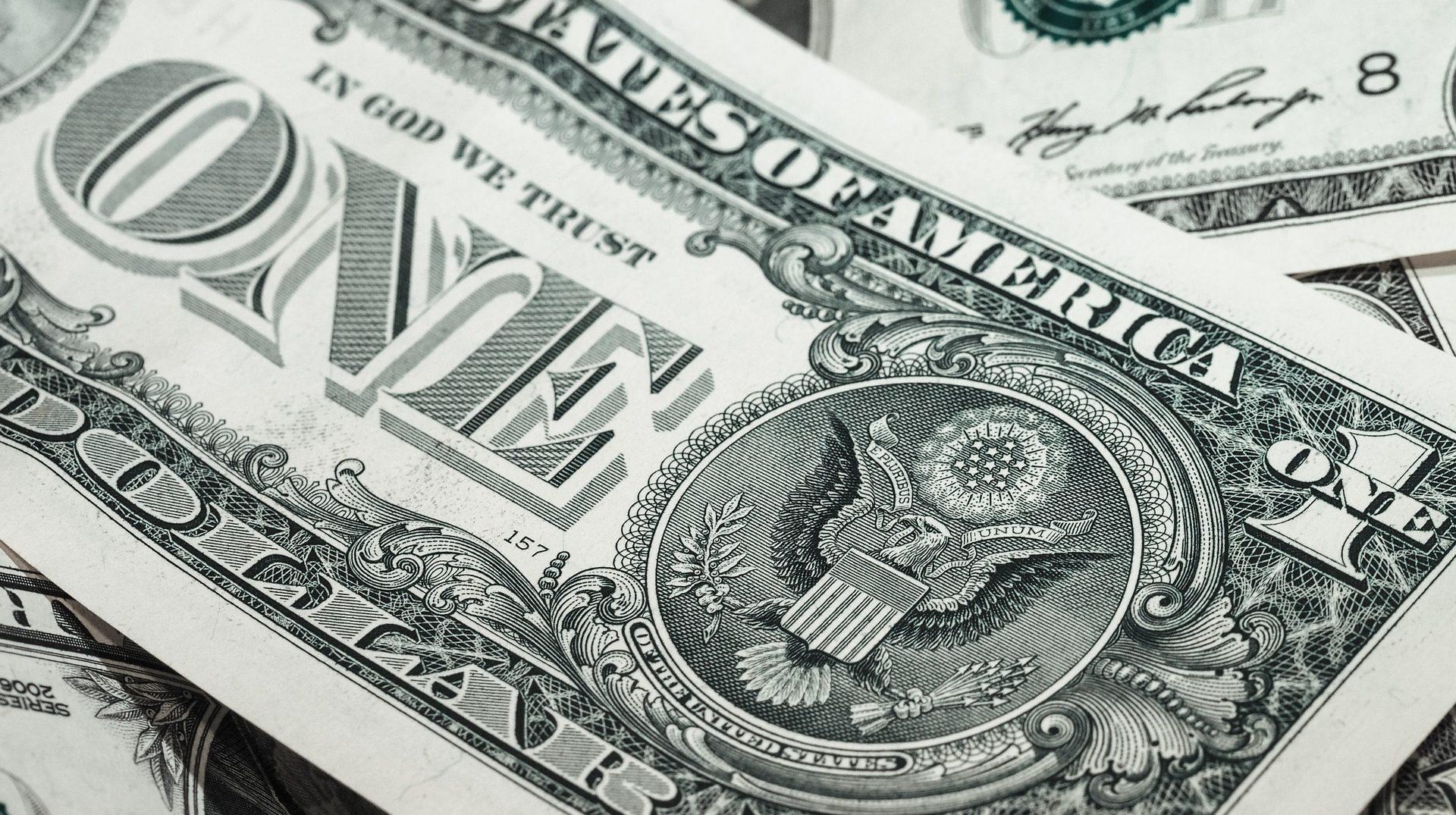 Cena zlata dnes překonala hranici 40 000 Kč za trojskou unci
